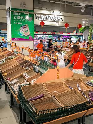 """""""山竹""""来袭超市抢购一空"""