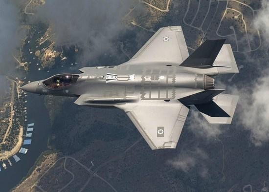 日本自卫队迎来航母时代防卫相暗示将搭载F-35