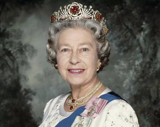 双语精选:生活中的英国女王是什么样?