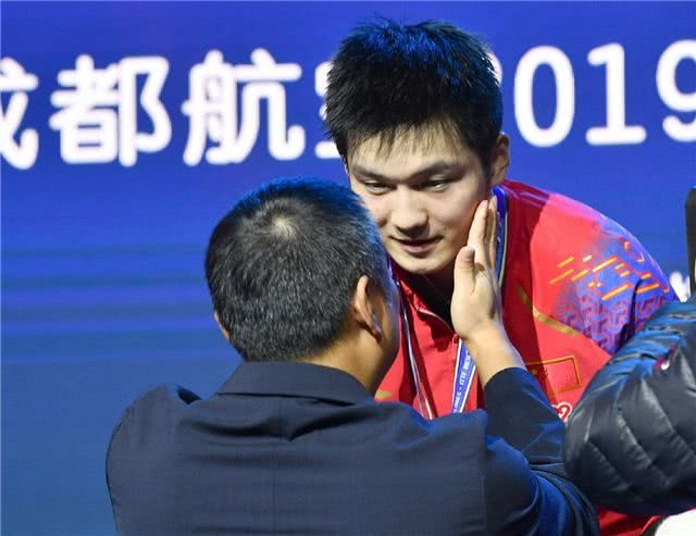 老刘拍了拍小胖脸:真棒。
