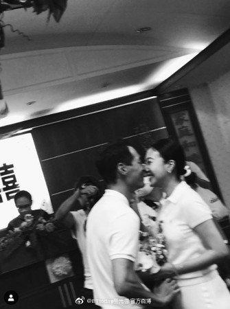 杨祐宁和妻子公证结婚