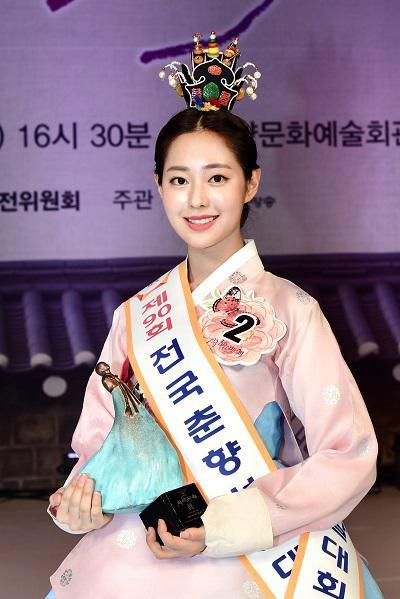 """韩国""""传统美人""""冠军申瑟纪"""