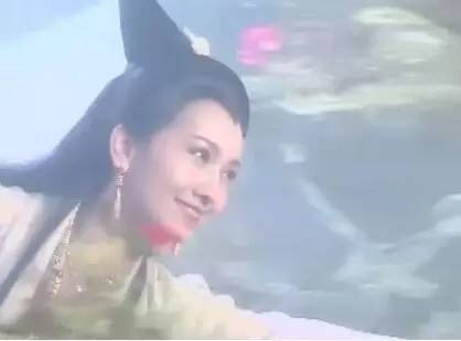 网友晒白素贞飞行图调侃像拿了自拍杆