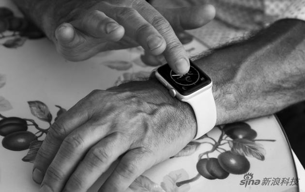 库克介绍Appel Watch的健康功能