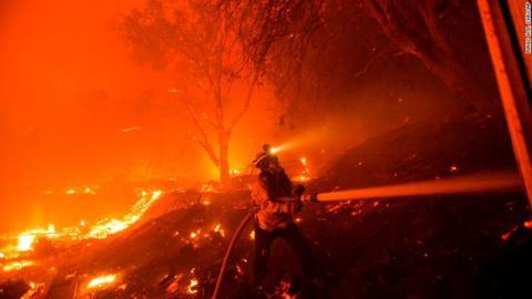 美国发生18年来最严重山火。图:CNN