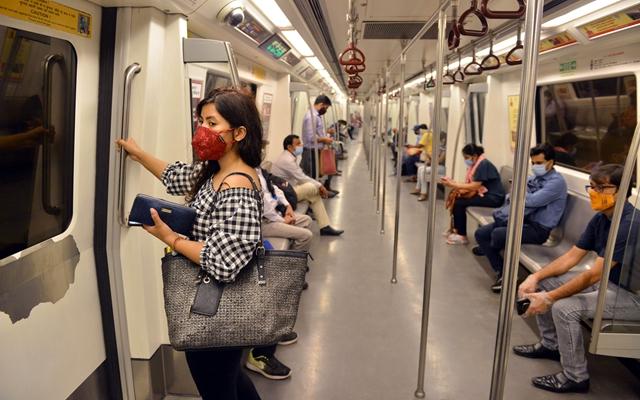 印度新德里和周边地区的地铁7日恢复运营。新华社发