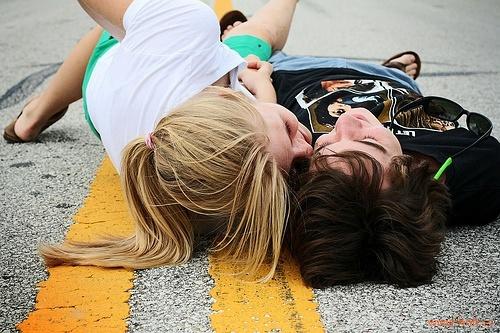 视爱情为奢侈品,有最好,没有也能活。