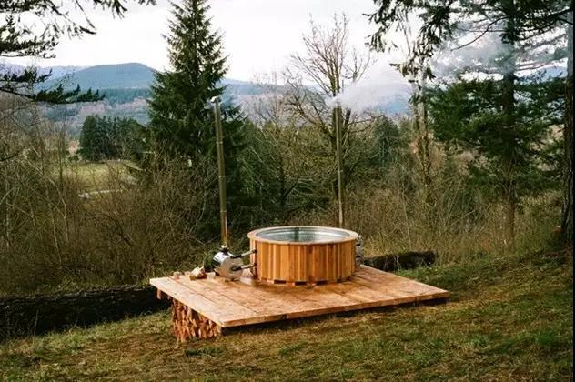 美国男版李子柒辞职去森林建树屋 可在屋里蒸桑拿