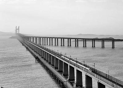 我国首座公铁两用跨海大桥——平潭海峡公铁大桥同步投入使用