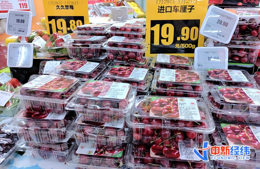北京一家连锁超市内,进口车厘子正在促销。中新经纬 闫淑鑫 摄