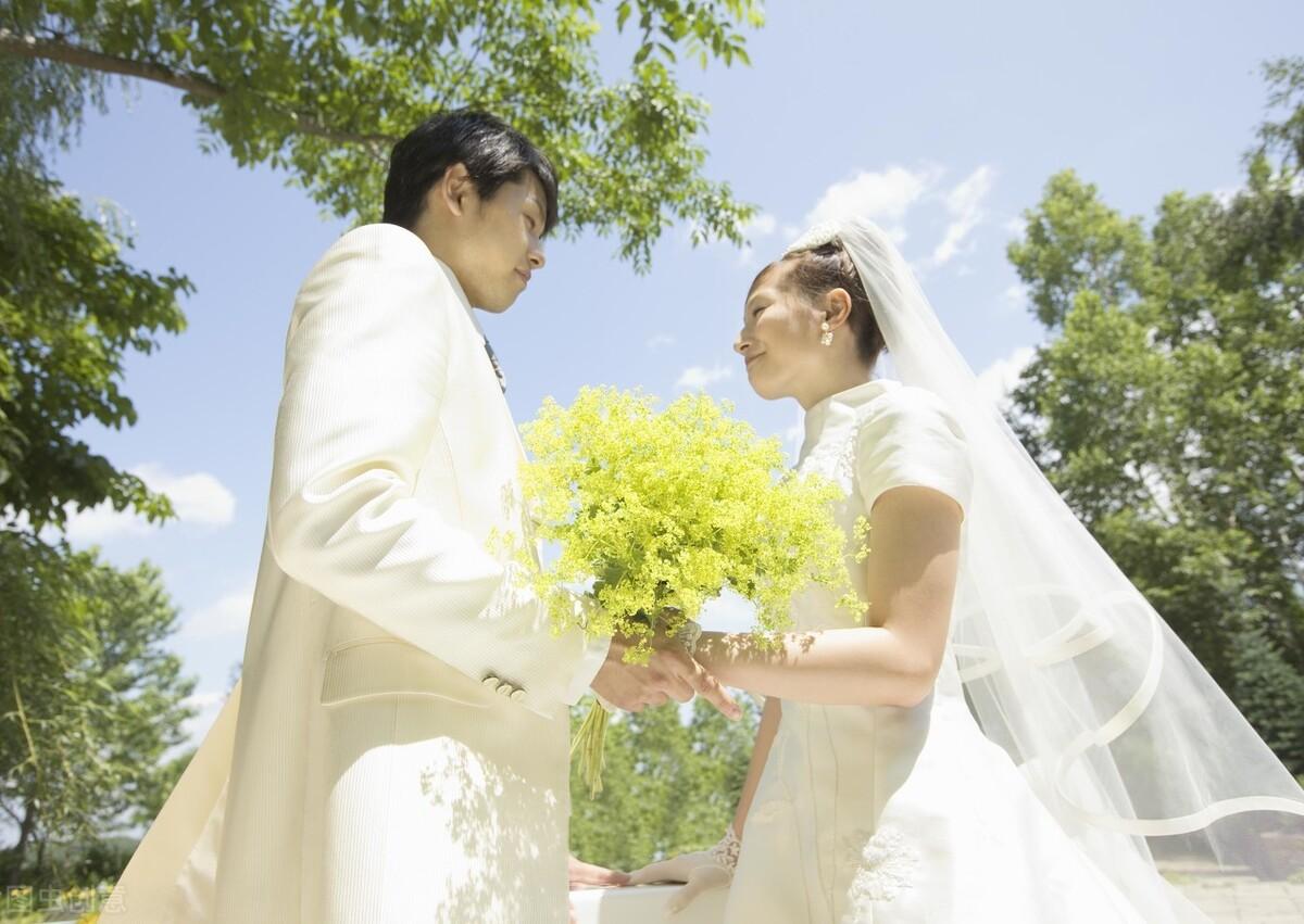 婚恋答疑:女孩第一次到男友家,男方要给见面礼吗?