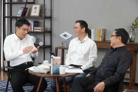从左到右分别是:方兴东、吴晓波、吴伯凡